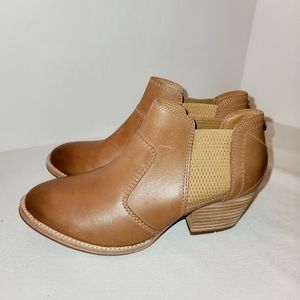 CAT Caterpillar Woman's ankle boots NEW